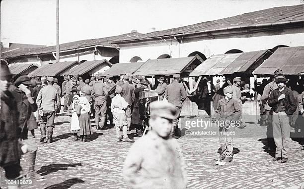 Jewish market in Brody Galicia Photograph About 1910 Der Judenmarkt in Brody Galizien Um 1910 Photographie
