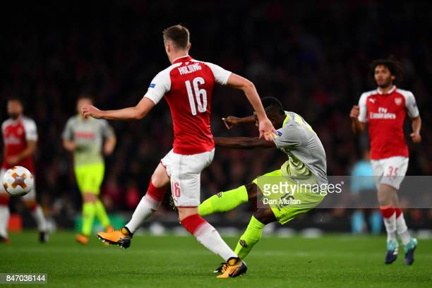 Jhon Cordoba of FC Koeln scores the first goal during the UEFA Europa League group H match between Arsenal FC and 1 FC Koeln at Emirates Stadium on...