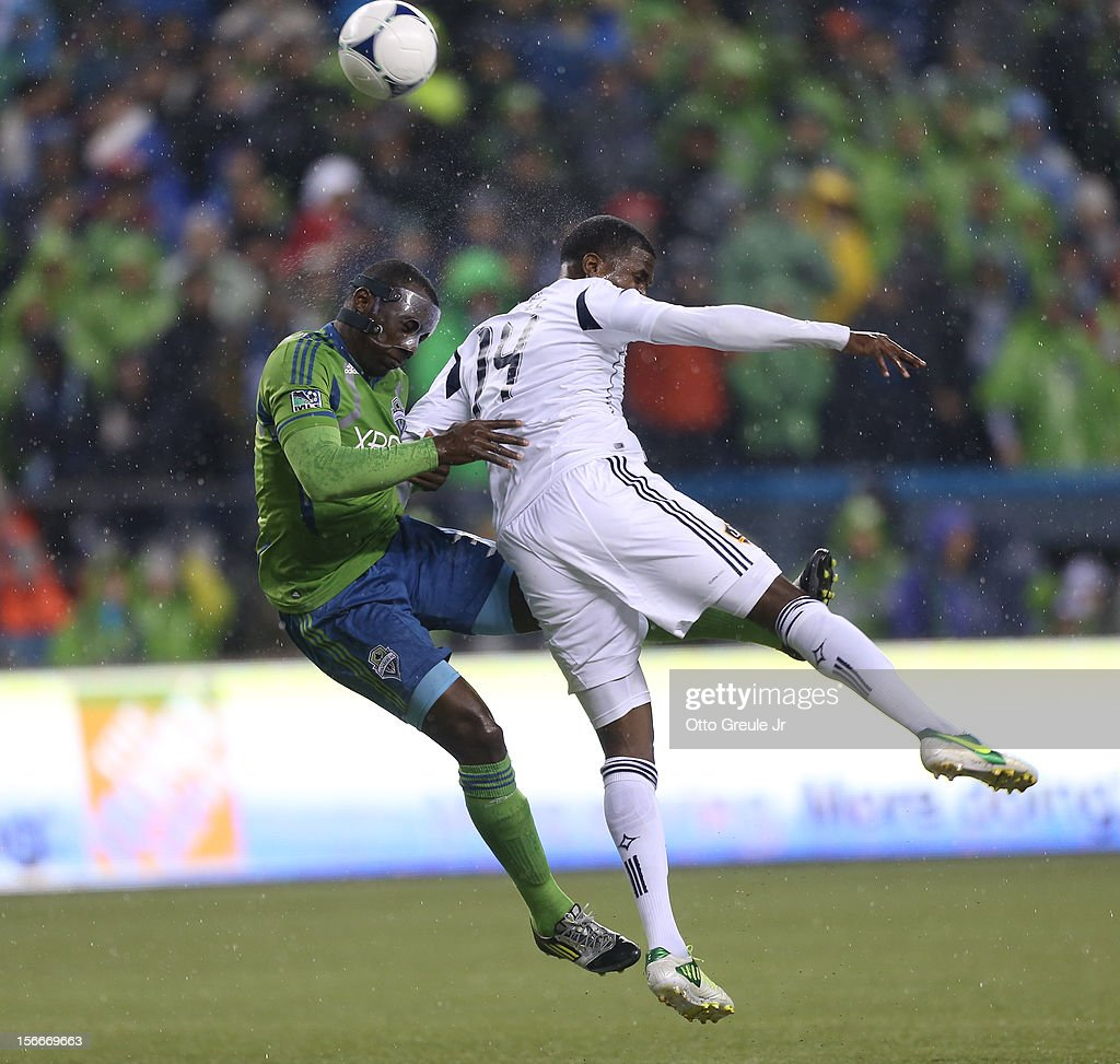 Jhon Kennedy Hurtado #34 of the Seattle Sounders FC battles Edson Buddle #14 of the Los Angeles Galaxy during Leg 2 of the Western Conference Championship at CenturyLink Field on November 18, 2012 in Seattle, Washington.
