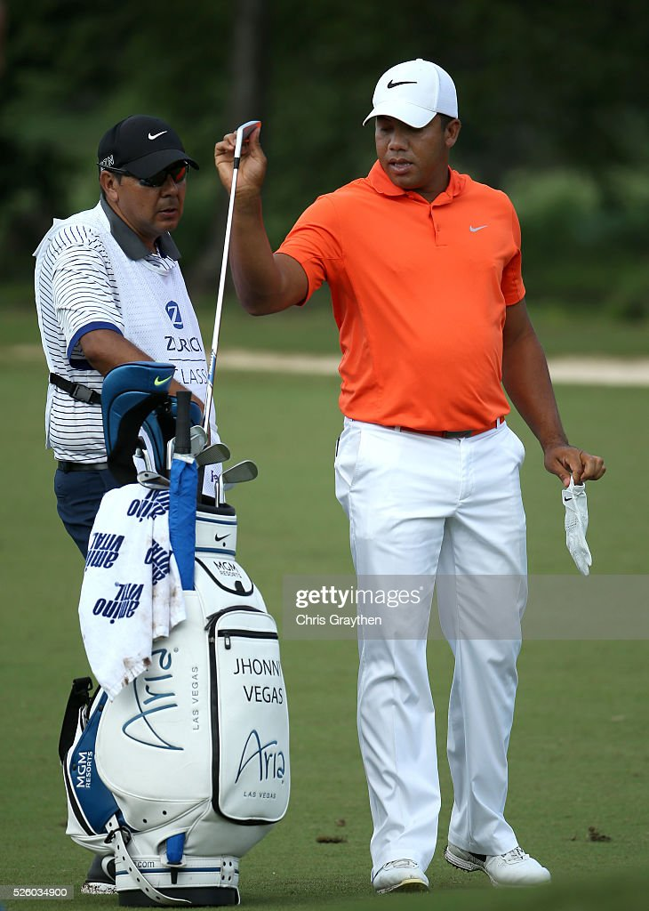 <a gi-track='captionPersonalityLinkClicked' href=/galleries/search?phrase=Jhonattan+Vegas&family=editorial&specificpeople=4466874 ng-click='$event.stopPropagation()'>Jhonattan Vegas</a> of Venezuela prepares to take his shot on the 15th hole during a continuation of the first round of the Zurich Classic of New Orleans at TPC Louisiana on April 29, 2016 in Avondale, Louisiana.