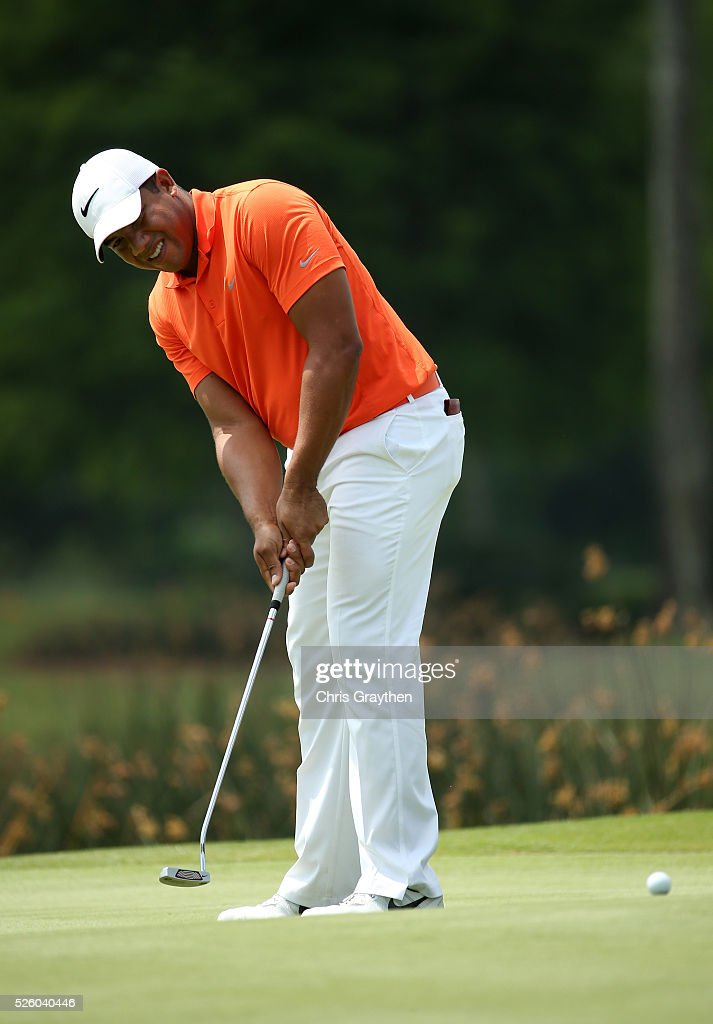 <a gi-track='captionPersonalityLinkClicked' href=/galleries/search?phrase=Jhonattan+Vegas&family=editorial&specificpeople=4466874 ng-click='$event.stopPropagation()'>Jhonattan Vegas</a> of Venezuela putts on the 18th hole during a continuation of the first round of the Zurich Classic of New Orleans at TPC Louisiana on April 29, 2016 in Avondale, Louisiana.