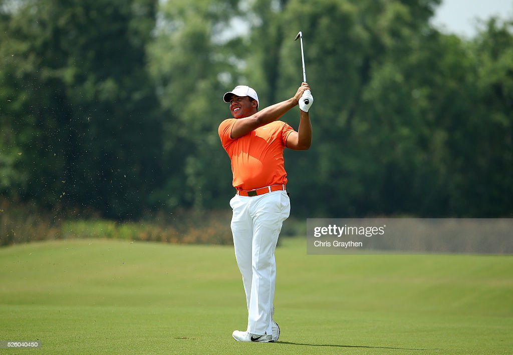 <a gi-track='captionPersonalityLinkClicked' href=/galleries/search?phrase=Jhonattan+Vegas&family=editorial&specificpeople=4466874 ng-click='$event.stopPropagation()'>Jhonattan Vegas</a> of Venezuela takes his second shot on the 18th hole during a continuation of the first round of the Zurich Classic of New Orleans at TPC Louisiana on April 29, 2016 in Avondale, Louisiana.