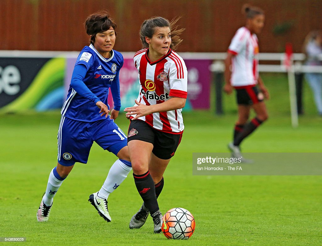 Ji So Yun of Chelsea (R) chases down Brooke Chaplen of Sunderland during the WSL 1 League match between Sunderland Ladies and Chelsea Ladies FC at the Hetton Center on June 29, 2016 in Hetton, England.