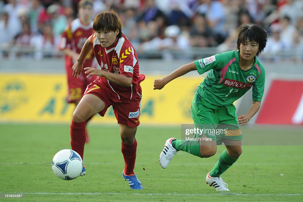 Ji So-yun #7 of INAC Kobe Leonessa (L) in action during the Nadeshiko League Cup Final match between NTV Beleza and INAC Kobe Leonessa at NACK 5 Stadium Omiya on September 9, 2012 in Saitama, Japan.