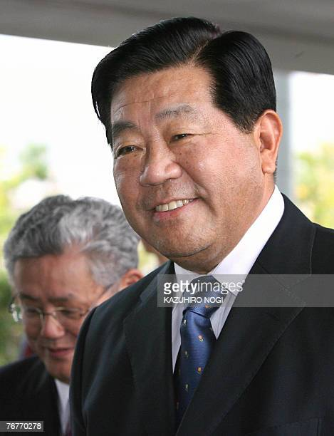 Jia Qinglin Chairman of the National Committee of the Chinese People's Political Consultative Conference arrives at the Great HanshinAwaji Earthquake...