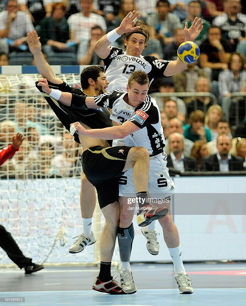 Jicha Filip and <a gi-track='captionPersonalityLinkClicked' href=/galleries/search?phrase=Marcus+Ahlm&family=editorial&specificpeople=626527 ng-click='$event.stopPropagation()'>Marcus Ahlm</a> of THW Kiel challenge <a gi-track='captionPersonalityLinkClicked' href=/galleries/search?phrase=Alberto+Entrerrios&family=editorial&specificpeople=727583 ng-click='$event.stopPropagation()'>Alberto Entrerrios</a> of Ciudad Real during the handball semi final match between Ciudad Real and THW Kiel on May 29 in Cologne, Germany.