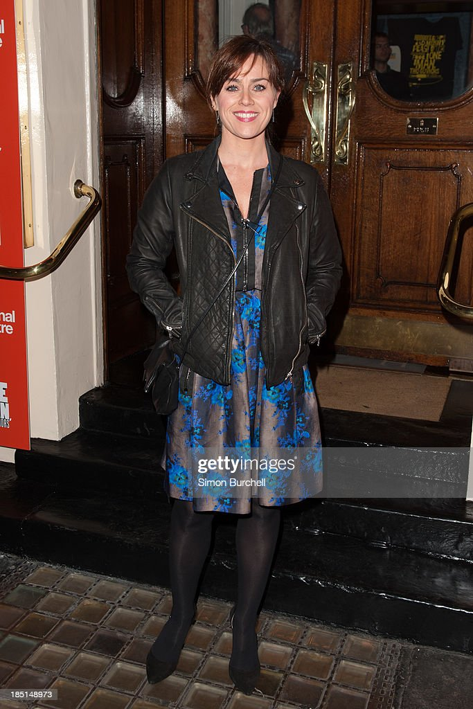 <a gi-track='captionPersonalityLinkClicked' href=/galleries/search?phrase=Jill+Halfpenny&family=editorial&specificpeople=217486 ng-click='$event.stopPropagation()'>Jill Halfpenny</a> attends the press night for the new cast of 'One Man, Two Guvnors' at Theatre Royal on October 17, 2013 in London, England.