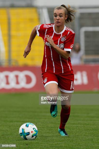 Jill Roord of Bayern Muenchen in action during the women Bundesliga match between Bayern Muenchen and SC Freiburg at Stadion an der Gruenwalder...