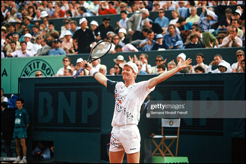 Jim Courier with the trophy, winner of the men final at the Roland Garros open 1992.