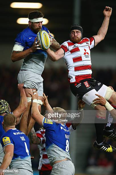 Jim Hamilton of Saracens competes for the ball alongside Ben Morgan of Gloucester during the Aviva Premiership match between Gloucester and Saracens...