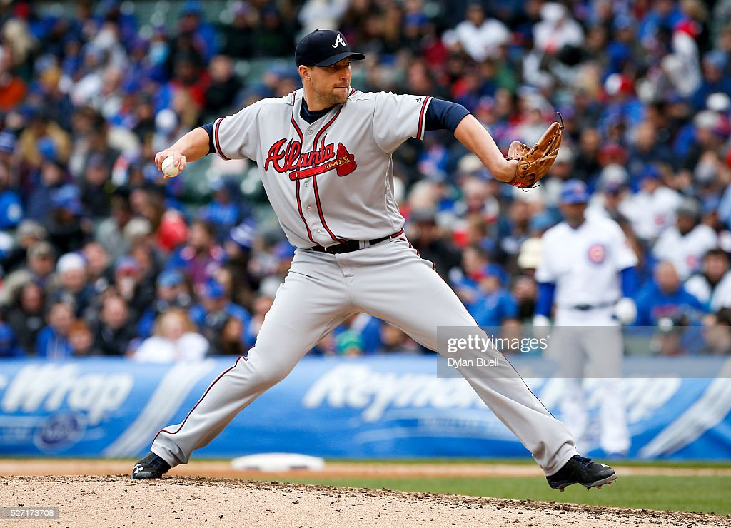 Jim Johnson #53 of the Atlanta Braves pitches against the Chicago Cubs at Wrigley Field on April 29, 2016 in Chicago, Illinois.