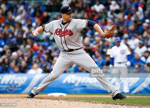 Jim Johnson of the Atlanta Braves pitches against the Chicago Cubs at Wrigley Field on April 29 2016 in Chicago Illinois