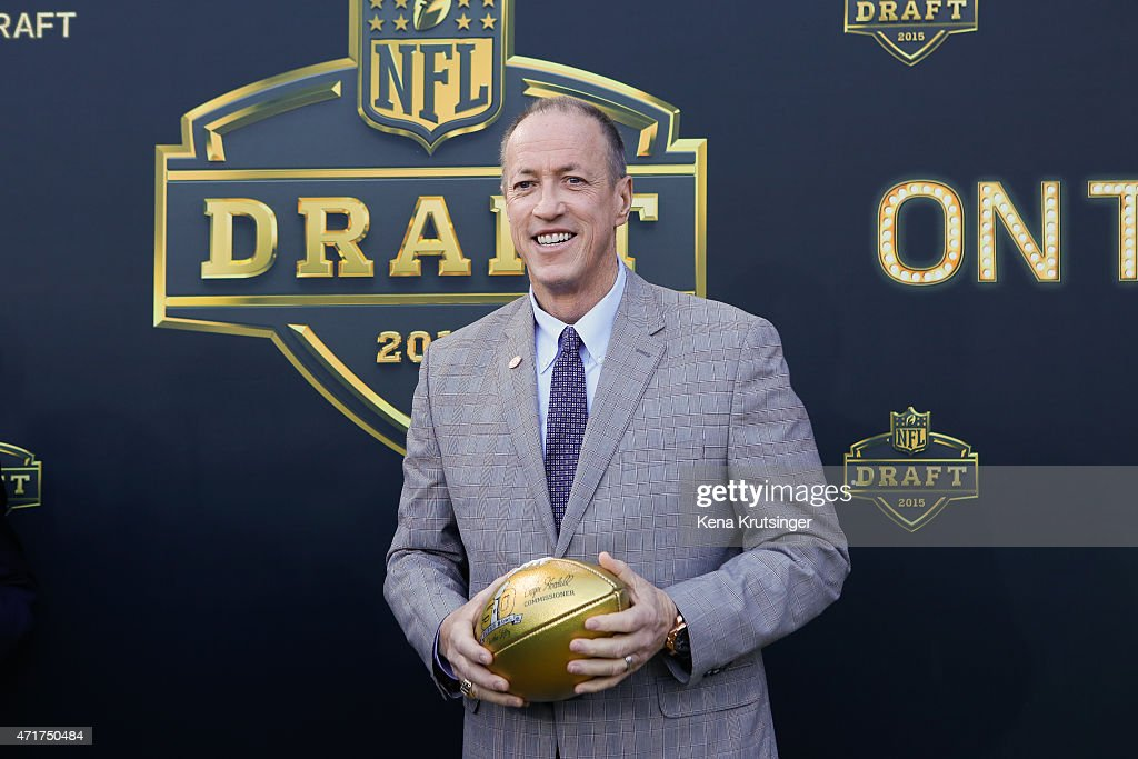 <a gi-track='captionPersonalityLinkClicked' href=/galleries/search?phrase=Jim+Kelly+-+American+Football+Player&family=editorial&specificpeople=216547 ng-click='$event.stopPropagation()'>Jim Kelly</a>, former QB of the Buffalo Bills arrives on the gold carpet for the first round of the 2015 NFL Draft at the Auditorium Theatre of Roosevelt University on April 30, 2015 in Chicago, Illinois.