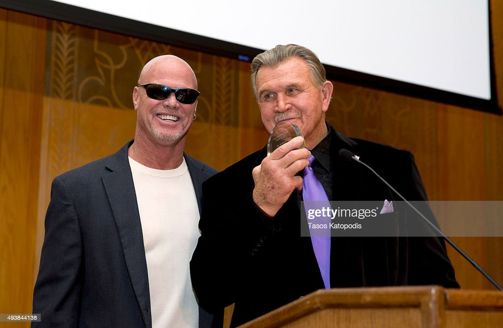 <a gi-track='captionPersonalityLinkClicked' href=/galleries/search?phrase=Jim+McMahon+-+American+Football+Player&family=editorial&specificpeople=228299 ng-click='$event.stopPropagation()'>Jim McMahon</a> former Chicago Bear quaterback gets a award from <a gi-track='captionPersonalityLinkClicked' href=/galleries/search?phrase=Mike+Ditka&family=editorial&specificpeople=240429 ng-click='$event.stopPropagation()'>Mike Ditka</a> former Chicago Bears coach at The Christopher and Dana Reeve Foundation dinner at the Peninsula Hotel on October 22, 2015 in Chicago, Illinois.