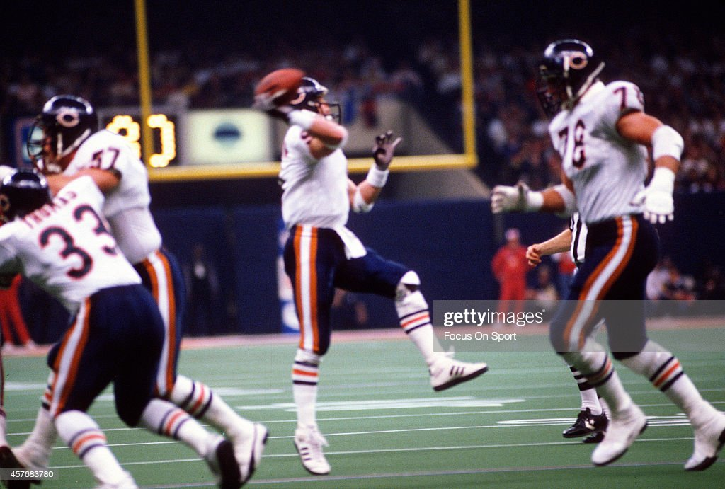 Jim McMahon #9 of the Chicago Bears throws a pass against New England Patriots during Super Bowl XX January 26, 1986 at the Louisiana Superdome in New Orleans, Louisiana. The Bears won the Super Bowl 46-10.