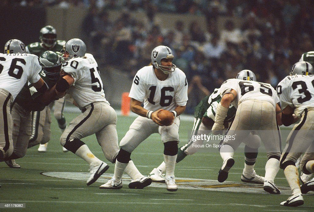 <a gi-track='captionPersonalityLinkClicked' href=/galleries/search?phrase=Jim+Plunkett&family=editorial&specificpeople=664476 ng-click='$event.stopPropagation()'>Jim Plunkett</a> #16 of the Oakland Raiders turns to hand the ball off to running back against the Philadelphia Eagles during Super Bowl XV at the Louisiana Superdome January 25, 1981 in New Orleans, Louisiana. The Raiders won the Super Bowl 27-10.