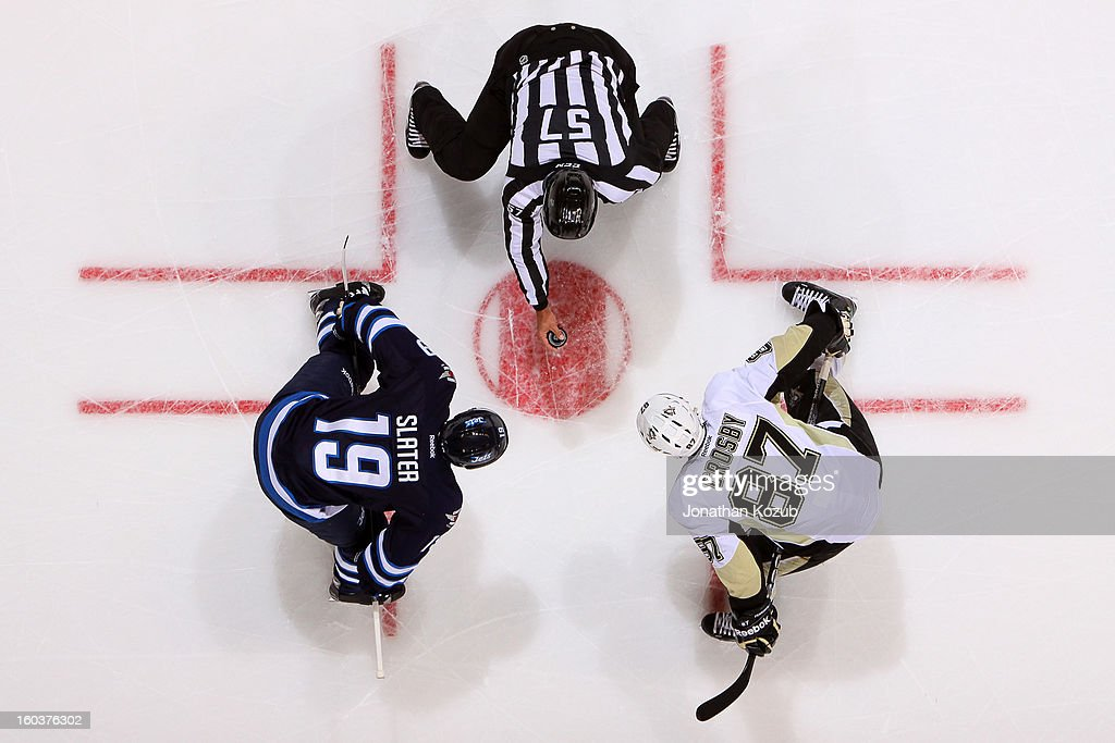 Jim Slater #19 of the Winnipeg Jets gets set to take a second period face-off against <a gi-track='captionPersonalityLinkClicked' href=/galleries/search?phrase=Sidney+Crosby&family=editorial&specificpeople=212781 ng-click='$event.stopPropagation()'>Sidney Crosby</a> #87 of the Pittsburgh Penguins at the MTS Centre on January 25, 2013 in Winnipeg, Manitoba, Canada. The Jets defeated the Pens 4-2.