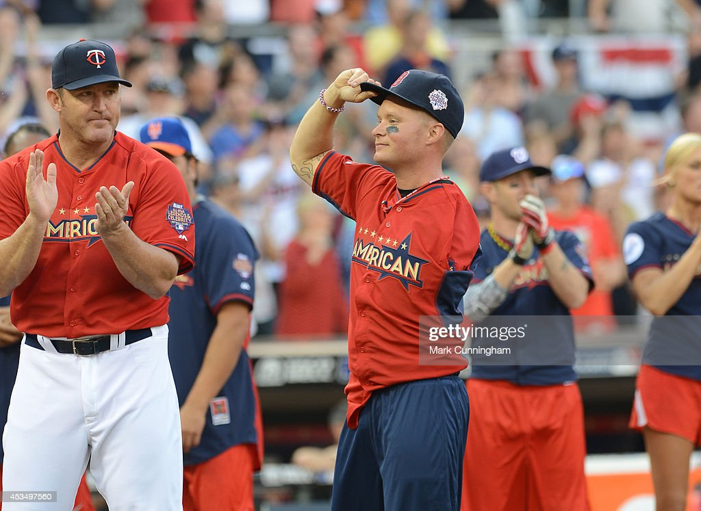 Jim Thome (L) claps as Wounded Warrior Amputee Softball Team member Greg Reynolds looks on prior to the 2014 Taco Bell MLB All-Star Legends & Celebrity Softball Game at Target Field on July 13, 2014 in Minneapolis, Minnesota.