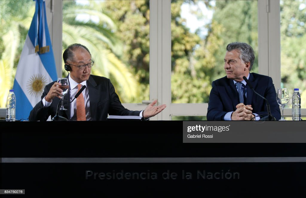 Jim Yong Kim President of The World Bank and President of Argentina Mauricio Macri looks on during a press conference as part of the official visit of Jim Yong Kim President of The World Bank at Olivos Residence on August 17, 2017 in Olivos, Argentina.
