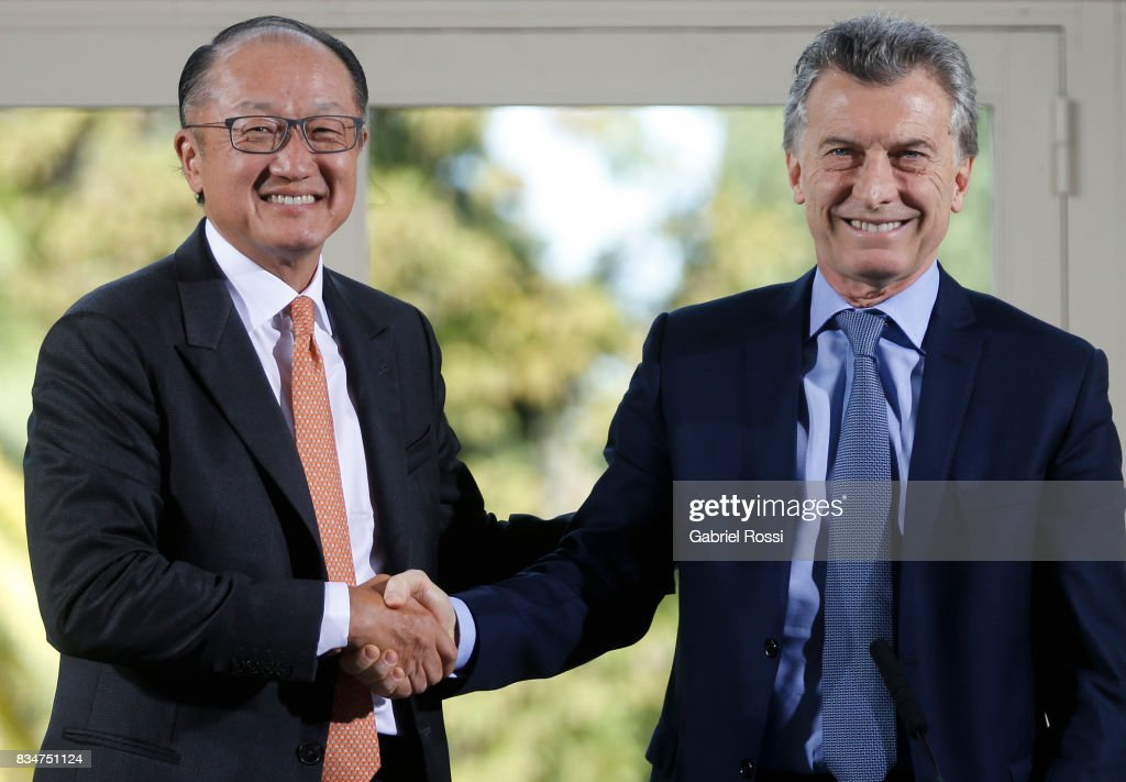 Jim Yong Kim President of The World Bank and President of Argentina Mauricio Macri shake hands during a press conference as part of the official visit of Jim Yong Kim President of The World Bank at Olivos Residence on August 17, 2017 in Olivos, Argentina.