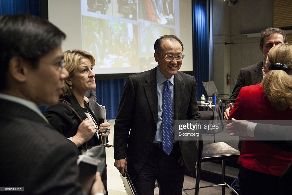 <a gi-track='captionPersonalityLinkClicked' href=/galleries/search?phrase=Jim+Yong+Kim&family=editorial&specificpeople=2302483 ng-click='$event.stopPropagation()'>Jim Yong Kim</a>, president of the World Bank, talks with staff members following a meeting at the organization's headquarters in Washington, D.C., U.S., on Wednesday, Jan. 9, 2013. The World Bank can make a difference in areas such as climate change, education and health, Kim said, as he crafts a strategy for the poverty-fighting lender. Photographer: Drew Angerer/Bloomberg via Getty Images