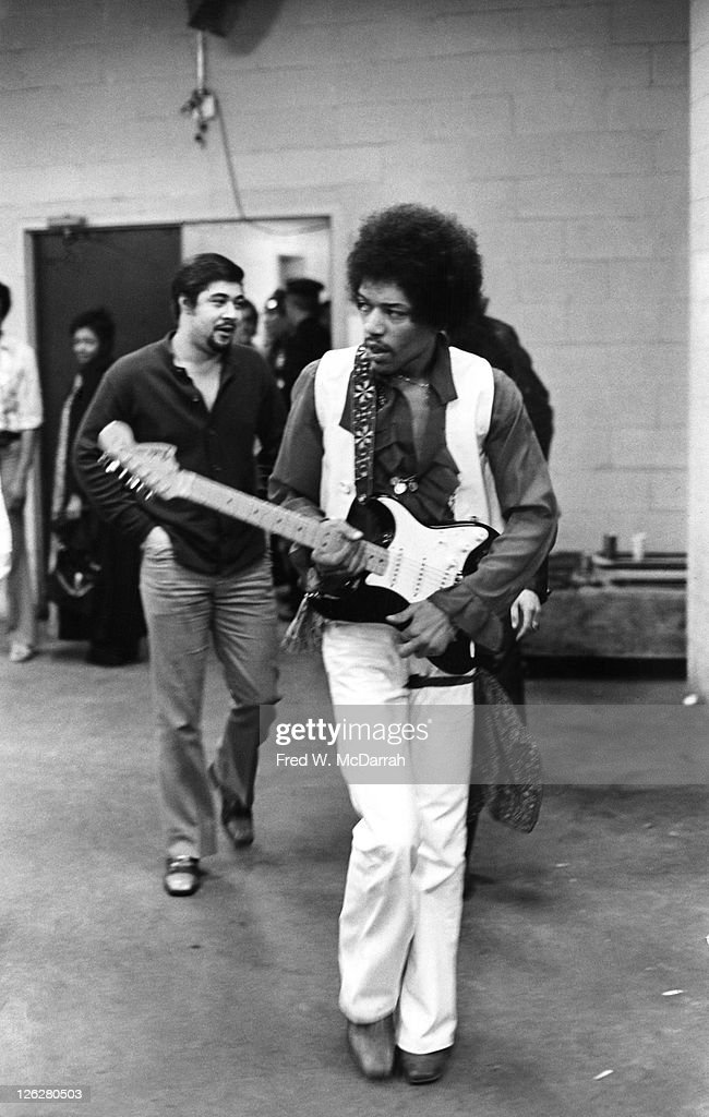 <a gi-track='captionPersonalityLinkClicked' href=/galleries/search?phrase=Jimi+Hendrix&family=editorial&specificpeople=234815 ng-click='$event.stopPropagation()'>Jimi Hendrix</a> approaches the stage at Madison Square Garden on January 28, 1970 in New York City, New York.