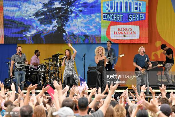 Jimi Westbrook Karen Fairchild Kimberly Schlapman and Philip Sweet of Little Big Town perform onstage on ABC's 'Good Morning America' at Rumsey...