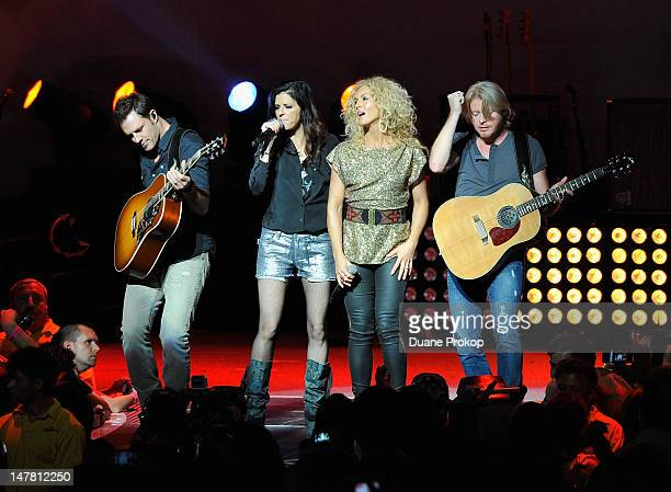 Jimi Westbrook Karen Fairchild Kimberly Schlapman and Phillip Sweet of Little Big Town performs at the Rascal Flatts Little Big Town and Eli Young...