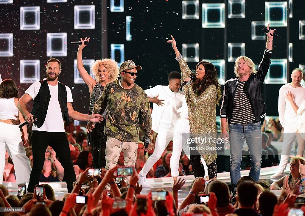 Jimi Westbrook Kimberly Schlapman Pharrell Williams Karen Fairchild and Phillip Sweet perform to close out the 2016 CMT Music awards at the...
