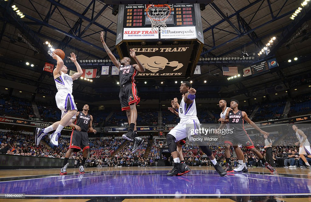 <a gi-track='captionPersonalityLinkClicked' href=/galleries/search?phrase=Jimmer+Fredette&family=editorial&specificpeople=5020564 ng-click='$event.stopPropagation()'>Jimmer Fredette</a> #7 of the Sacramento Kings shoots against <a gi-track='captionPersonalityLinkClicked' href=/galleries/search?phrase=Jarvis+Varnado&family=editorial&specificpeople=4186391 ng-click='$event.stopPropagation()'>Jarvis Varnado</a> #24 of the Miami Heat on January 12, 2013 at Sleep Train Arena in Sacramento, California.