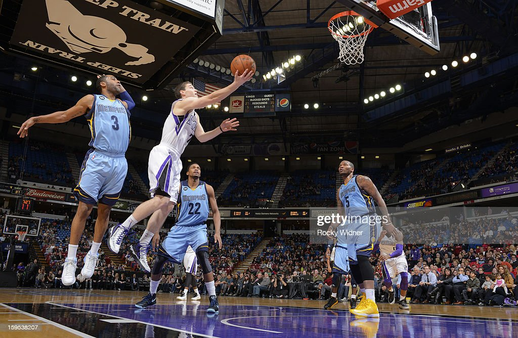 <a gi-track='captionPersonalityLinkClicked' href=/galleries/search?phrase=Jimmer+Fredette&family=editorial&specificpeople=5020564 ng-click='$event.stopPropagation()'>Jimmer Fredette</a> #7 of the Sacramento Kings shoots against <a gi-track='captionPersonalityLinkClicked' href=/galleries/search?phrase=Wayne+Ellington&family=editorial&specificpeople=2351537 ng-click='$event.stopPropagation()'>Wayne Ellington</a> #3 of the Memphis Grizzlies on January 7, 2013 at Sleep Train Arena in Sacramento, California.