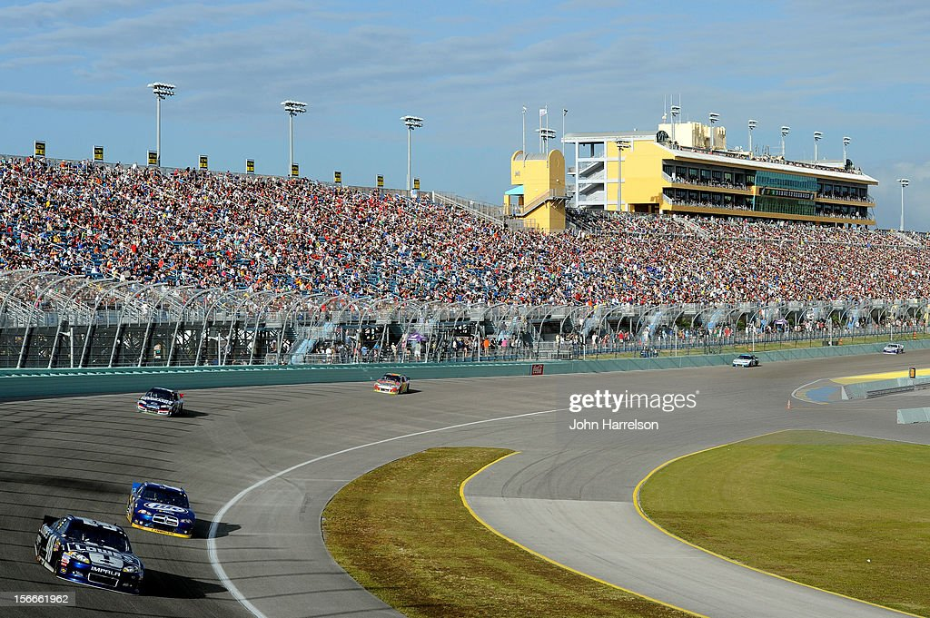<a gi-track='captionPersonalityLinkClicked' href=/galleries/search?phrase=Jimmie+Johnson+-+Piloto+da+Nascar&family=editorial&specificpeople=171519 ng-click='$event.stopPropagation()'>Jimmie Johnson</a>, driver of the #48 Lowe's Chevrolet, drives ahead of <a gi-track='captionPersonalityLinkClicked' href=/galleries/search?phrase=Brad+Keselowski&family=editorial&specificpeople=890258 ng-click='$event.stopPropagation()'>Brad Keselowski</a>, driver of the #2 Miller Lite Dodge, during the NASCAR Sprint Cup Series Ford EcoBoost 400 at Homestead-Miami Speedway on November 18, 2012 in Homestead, Florida.