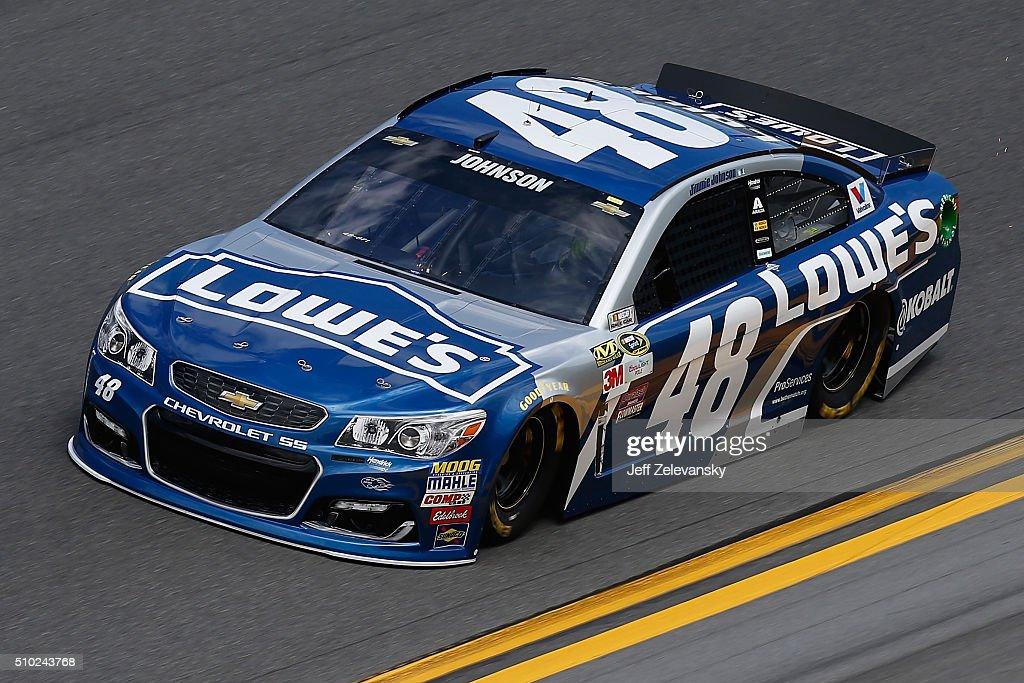 <a gi-track='captionPersonalityLinkClicked' href=/galleries/search?phrase=Jimmie+Johnson+-+Pilota+Nascar&family=editorial&specificpeople=171519 ng-click='$event.stopPropagation()'>Jimmie Johnson</a>, driver of the #48 Lowe's Chevrolet, drives during qualifying for the NASCAR Sprint Cup Series Daytona 500 at Daytona International Speedway on February 14, 2016 in Daytona Beach, Florida.