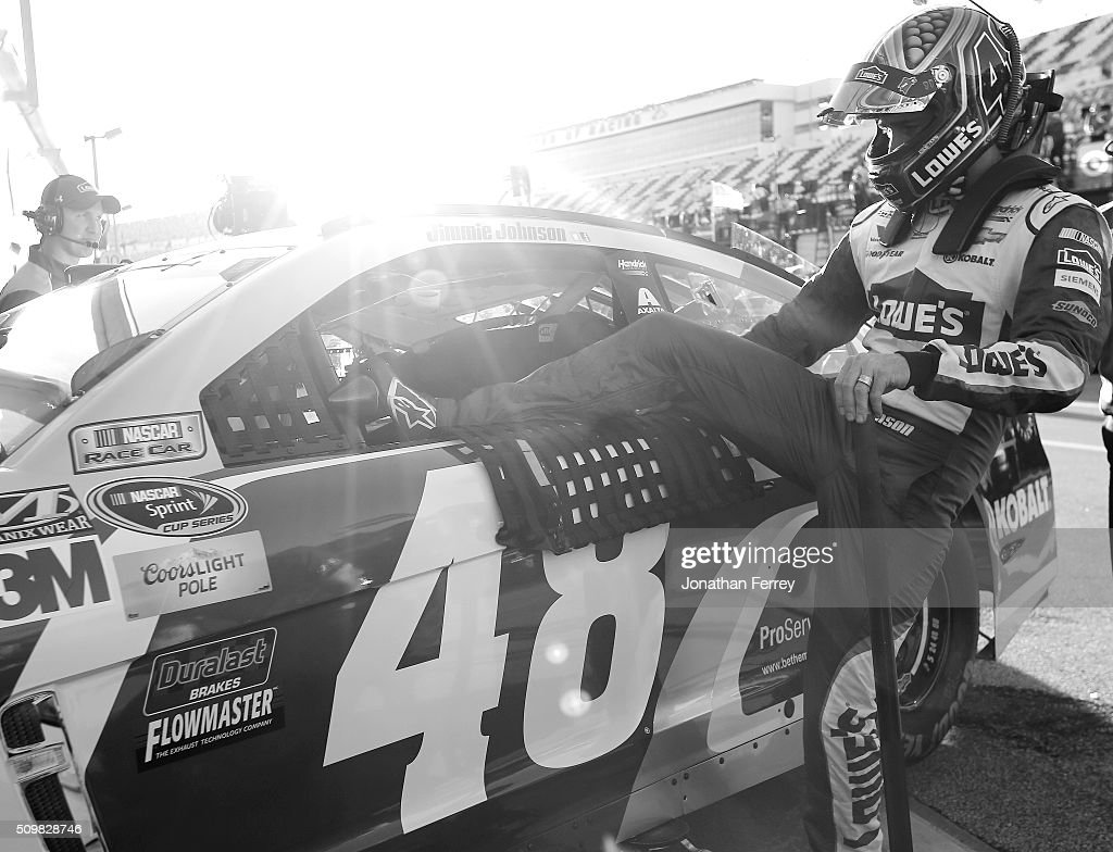 <a gi-track='captionPersonalityLinkClicked' href=/galleries/search?phrase=Jimmie+Johnson+-+Nascar+coureur&family=editorial&specificpeople=171519 ng-click='$event.stopPropagation()'>Jimmie Johnson</a>, driver of the #48 Lowe's Chevrolet, gets into his car in the garage area during practice for the NASCAR Sprint Cup Series Sprint Unlimited at Daytona International Speedway on February 12, 2016 in Daytona Beach, Florida.