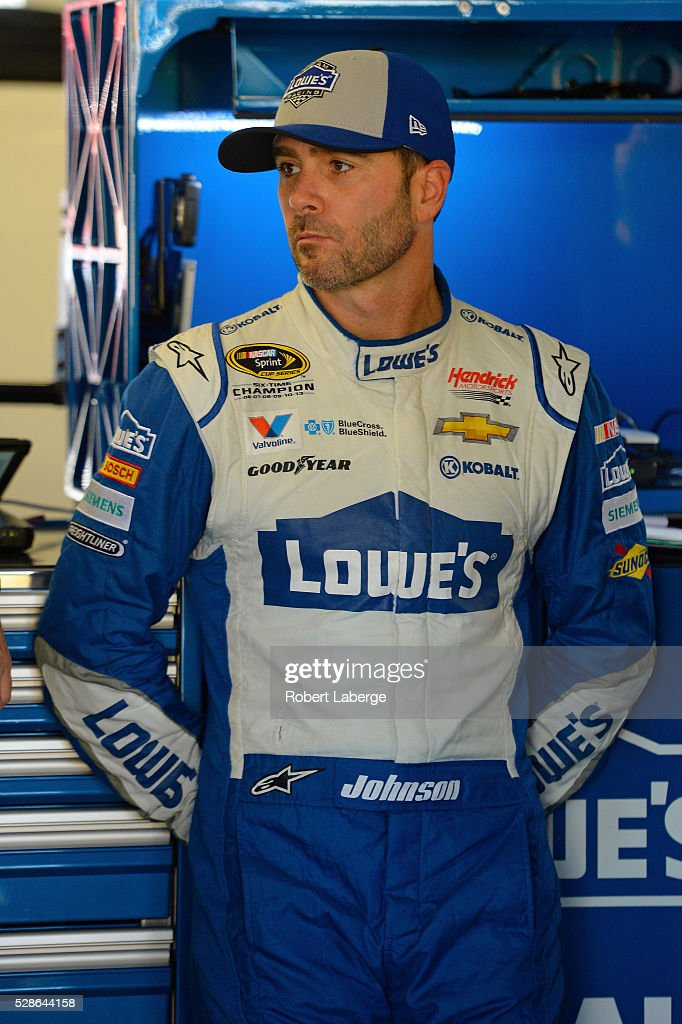 <a gi-track='captionPersonalityLinkClicked' href=/galleries/search?phrase=Jimmie+Johnson+-+Piloto+da+Nascar&family=editorial&specificpeople=171519 ng-click='$event.stopPropagation()'>Jimmie Johnson</a>, driver of the #48 Lowe's Chevrolet, looks on during practice for the NASCAR Sprint Cup Series Go Bowling 400 at Kansas Speedway on May 6, 2016 in Kansas City, Kansas.