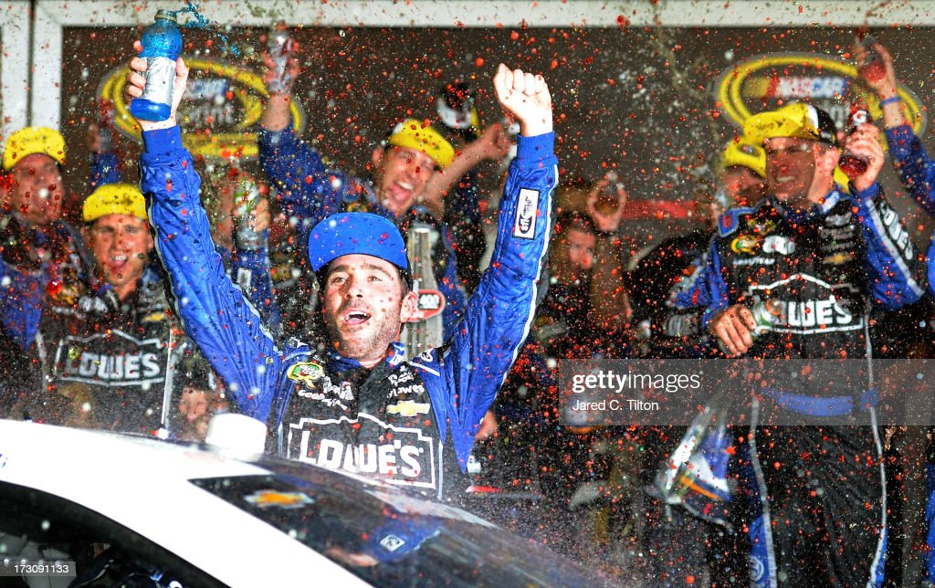 <a gi-track='captionPersonalityLinkClicked' href=/galleries/search?phrase=Jimmie+Johnson+-+Pilota+Nascar&family=editorial&specificpeople=171519 ng-click='$event.stopPropagation()'>Jimmie Johnson</a>, driver of the #48 Lowe's Dover White Chevrolet, celebrates in victory lane after winning the NASCAR Sprint Cup Series Coke Zero 400 at Daytona International Speedway on July 6, 2013 in Daytona Beach, Florida..