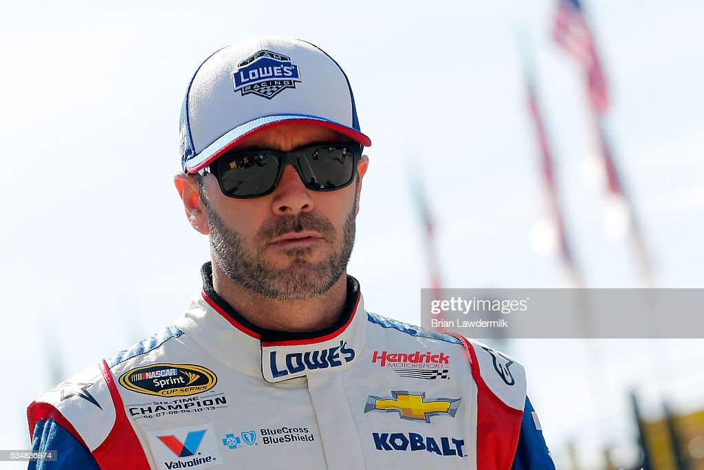 <a gi-track='captionPersonalityLinkClicked' href=/galleries/search?phrase=Jimmie+Johnson+-+Pilote+de+Nascar&family=editorial&specificpeople=171519 ng-click='$event.stopPropagation()'>Jimmie Johnson</a>, driver of the #48 Lowe's Patriotic Chevrolet, looks on during practice for the NASCAR Sprint Cup Series Coca-Cola 600 at Charlotte Motor Speedway on May 28, 2016 in Charlotte, North Carolina.