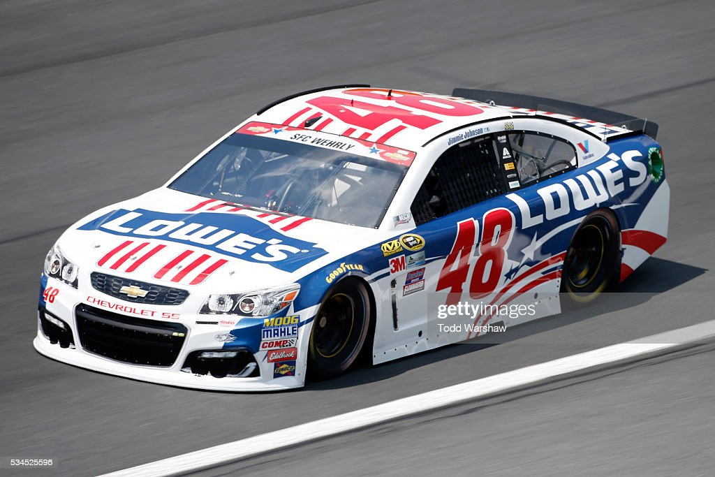 <a gi-track='captionPersonalityLinkClicked' href=/galleries/search?phrase=Jimmie+Johnson+-+Pilota+Nascar&family=editorial&specificpeople=171519 ng-click='$event.stopPropagation()'>Jimmie Johnson</a>, driver of the #48 Lowe's Patriotic Chevrolet, practices for the NASCAR Sprint Cup Series Coca-Cola 600 at Charlotte Motor Speedway on May 27, 2016 in Charlotte, North Carolina.
