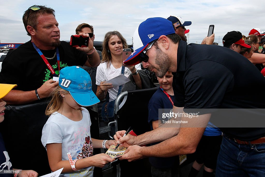 <a gi-track='captionPersonalityLinkClicked' href=/galleries/search?phrase=Jimmie+Johnson+-+Nascar+Race+Driver&family=editorial&specificpeople=171519 ng-click='$event.stopPropagation()'>Jimmie Johnson</a>, driver of the #48 Lowe's Patriotic Chevrolet, signs autographs for fans at the driver's meeting prior to the NASCAR Sprint Cup Series Coca-Cola 600 at Charlotte Motor Speedway on May 29, 2016 in Charlotte, North Carolina.
