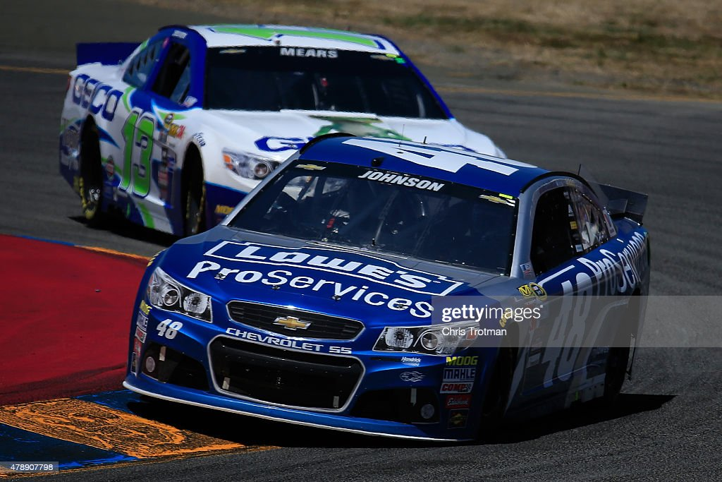 <a gi-track='captionPersonalityLinkClicked' href=/galleries/search?phrase=Jimmie+Johnson+-+Piloto+da+Nascar&family=editorial&specificpeople=171519 ng-click='$event.stopPropagation()'>Jimmie Johnson</a>, driver of the #48 Lowe's Pro Services Chevrolet, drives during the NASCAR Sprint Cup Series Toyota/Save Mart 350 at Sonoma Raceway on June 28, 2015 in Sonoma, California.