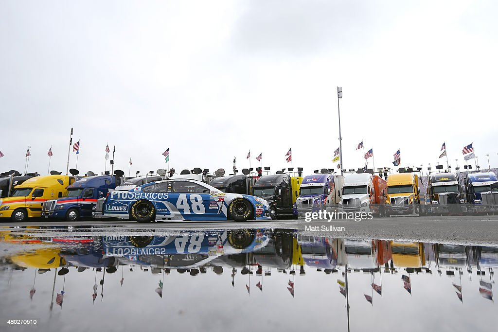 <a gi-track='captionPersonalityLinkClicked' href=/galleries/search?phrase=Jimmie+Johnson+-+Piloto+da+Nascar&family=editorial&specificpeople=171519 ng-click='$event.stopPropagation()'>Jimmie Johnson</a>, driver of the #48 Lowe's Pro Services Chevrolet, drives through the garage area during practice for the NASCAR Sprint Cup Series Quaker State 400 Presented by Advance Auto Parts at Kentucky Speedway on July 10, 2015 in Sparta, Kentucky.