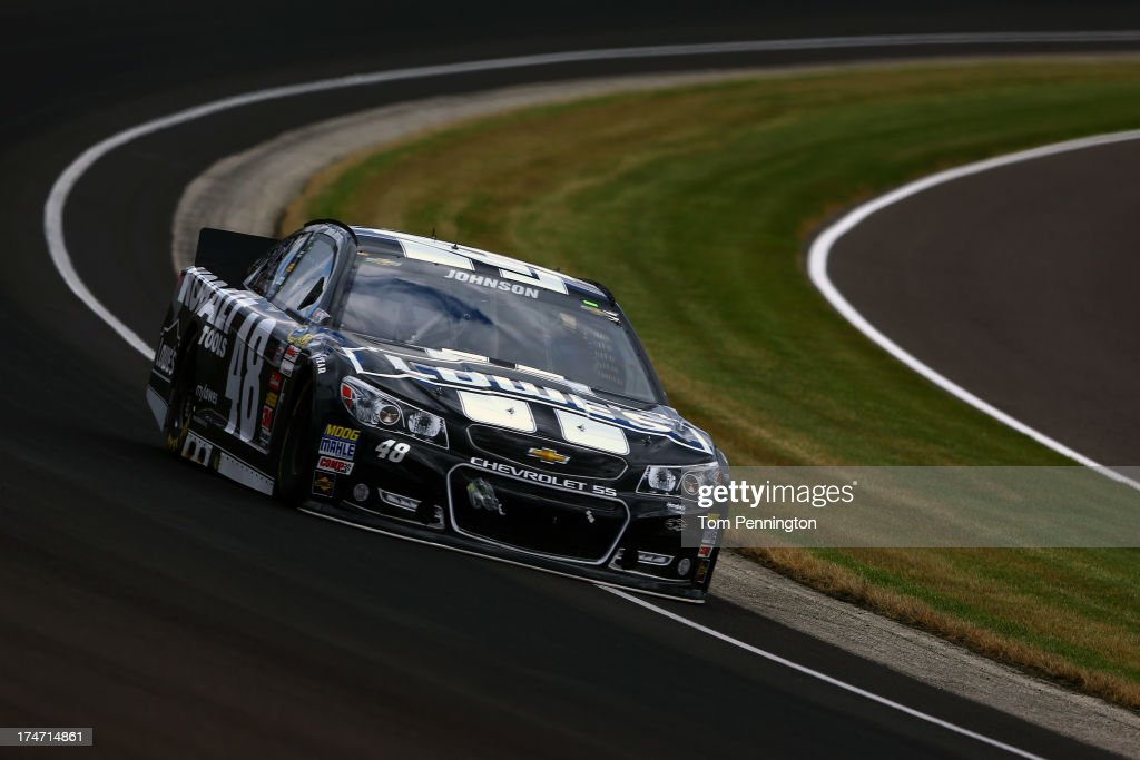 <a gi-track='captionPersonalityLinkClicked' href=/galleries/search?phrase=Jimmie+Johnson+-+Piloto+da+Nascar&family=editorial&specificpeople=171519 ng-click='$event.stopPropagation()'>Jimmie Johnson</a> drives the #48 Lowe's/Kobalt Tools Chevrolet during the NASCAR Sprint Cup Series Samuel Deeds 400 At The Brickyard at Indianapolis Motor Speedway on July 28, 2013 in Indianapolis, Indiana.