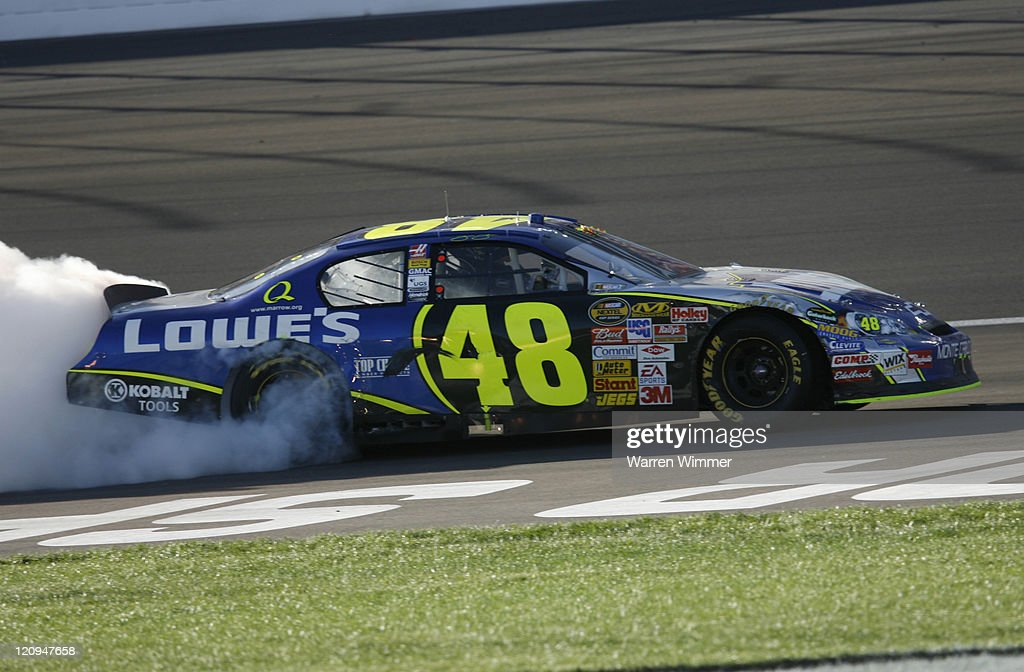 <a gi-track='captionPersonalityLinkClicked' href=/galleries/search?phrase=Jimmie+Johnson+-+Piloto+da+Nascar&family=editorial&specificpeople=171519 ng-click='$event.stopPropagation()'>Jimmie Johnson</a> driving the winning #48 car, doing the Burn Out during the UAW -DaimlerChrysler 400 at the Las Vegas Motor Speedway in Las Vegas, Nevada on March 10, 2007.