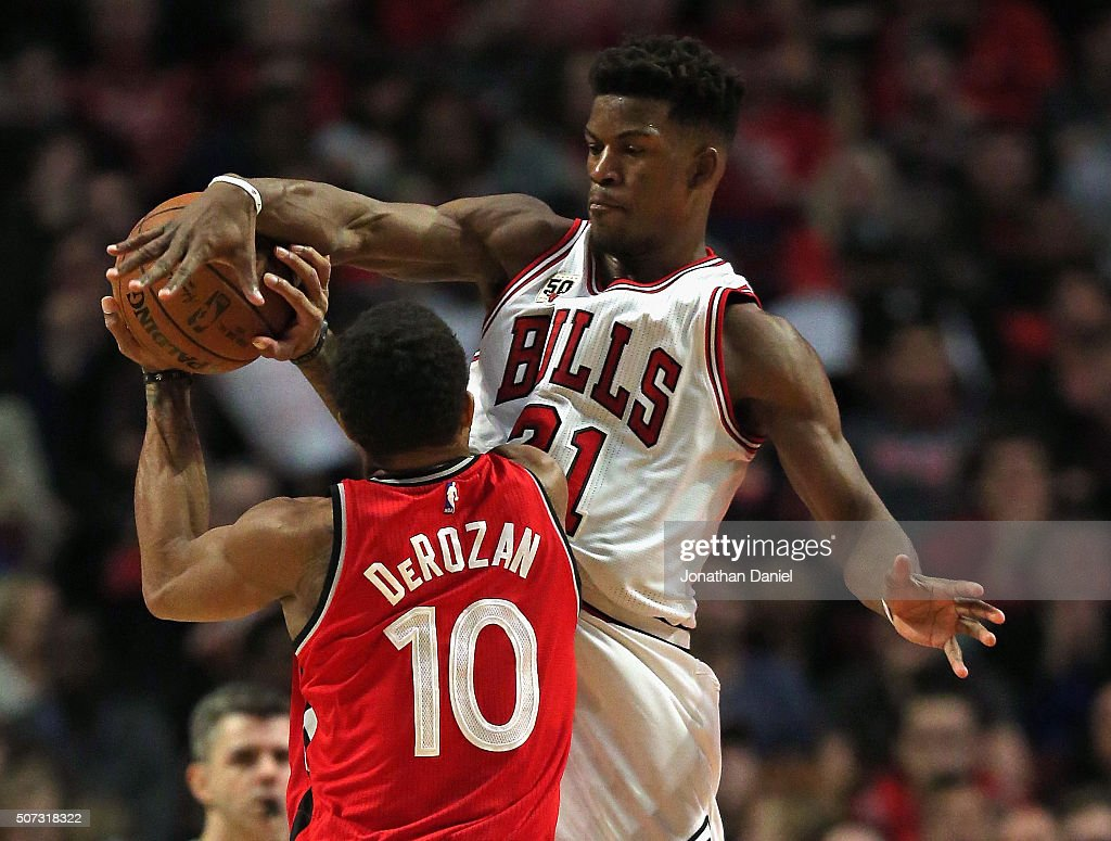 <a gi-track='captionPersonalityLinkClicked' href=/galleries/search?phrase=Jimmy+Butler+-+Basketbalspeler&family=editorial&specificpeople=9860567 ng-click='$event.stopPropagation()'>Jimmy Butler</a> #21 of the Chicago Bulls blocks a shot by DeMar DeRozan #10 of the Toronto Raptors at the United Center on December 28, 2015 in Chicago, Illinois. The Bulls defeated the Raptors 104-97.