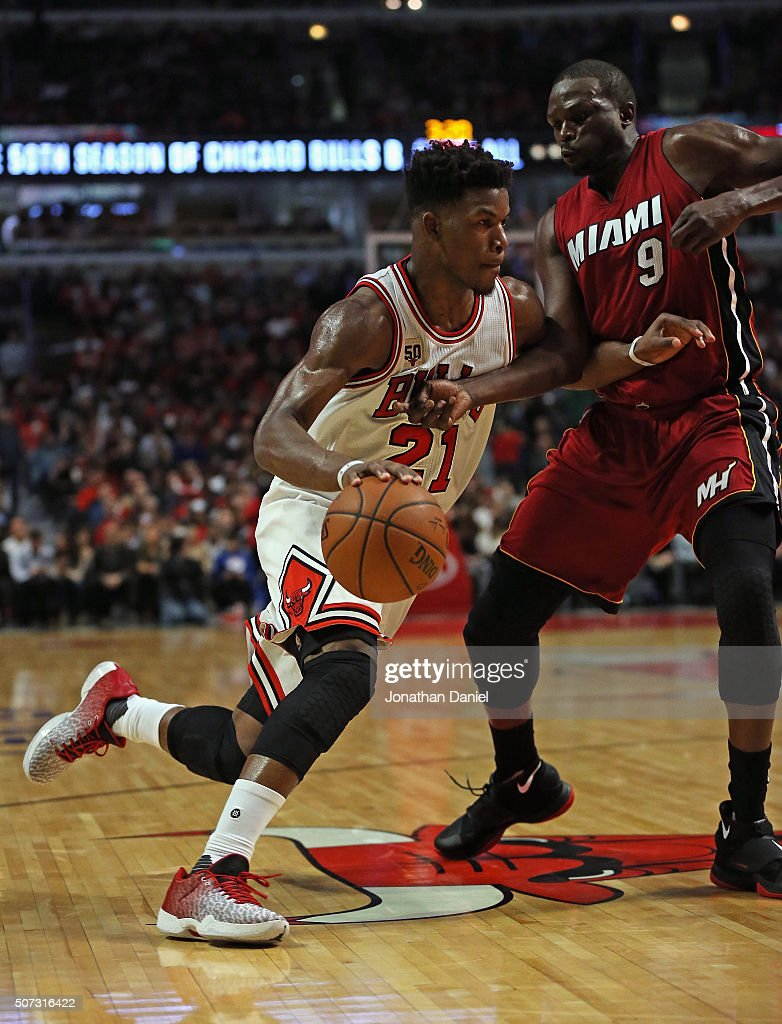<a gi-track='captionPersonalityLinkClicked' href=/galleries/search?phrase=Jimmy+Butler+-+Basketbalspeler&family=editorial&specificpeople=9860567 ng-click='$event.stopPropagation()'>Jimmy Butler</a> #21 of the Chicago Bulls drives against <a gi-track='captionPersonalityLinkClicked' href=/galleries/search?phrase=Luol+Deng&family=editorial&specificpeople=202830 ng-click='$event.stopPropagation()'>Luol Deng</a> #9 of the Miami Heat at the United Center on January 25, 2016 in Chicago, Illinois. The Heat defeated the Bulls 89-84.