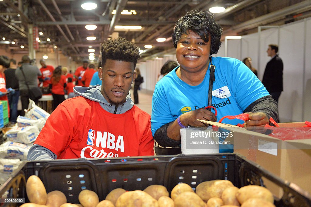 <a gi-track='captionPersonalityLinkClicked' href=/galleries/search?phrase=Jimmy+Butler+-+Basketbalspeler&family=editorial&specificpeople=9860567 ng-click='$event.stopPropagation()'>Jimmy Butler</a> #21 of the Chicago Bulls participates in the NBA Cares All-Star Day of Service as part of 2016 All-Star Weekend at NBA Centre Court of the Enercare Centre on February 12, 2016 in Toronto, Ontario, Canada.