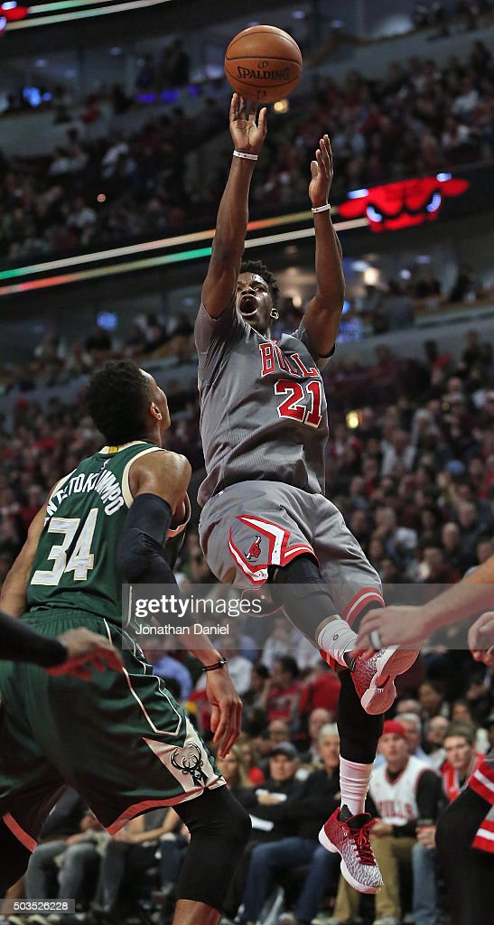 <a gi-track='captionPersonalityLinkClicked' href=/galleries/search?phrase=Jimmy+Butler+-+Basketbalspeler&family=editorial&specificpeople=9860567 ng-click='$event.stopPropagation()'>Jimmy Butler</a> #21 of the Chicago Bulls puts up a shot over <a gi-track='captionPersonalityLinkClicked' href=/galleries/search?phrase=Giannis+Antetokounmpo&family=editorial&specificpeople=11078379 ng-click='$event.stopPropagation()'>Giannis Antetokounmpo</a> #34 of the Milwaukee Bucks on his way to a game-high 32 points at the United Center on January 5, 2016 in Chicago, Illinois. The Bulls defeated the Bucks 117-106.