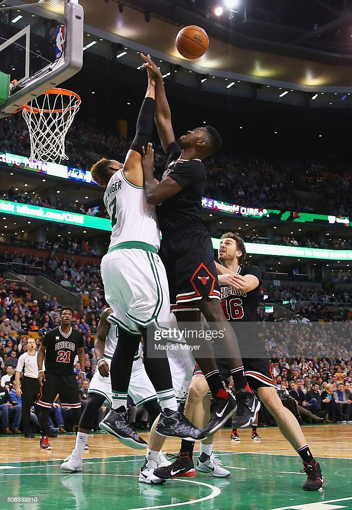 <a gi-track='captionPersonalityLinkClicked' href=/galleries/search?phrase=Jimmy+Butler+-+Basketbalspeler&family=editorial&specificpeople=9860567 ng-click='$event.stopPropagation()'>Jimmy Butler</a> #21 of the Chicago Bulls takes a shot over <a gi-track='captionPersonalityLinkClicked' href=/galleries/search?phrase=Jared+Sullinger&family=editorial&specificpeople=6866665 ng-click='$event.stopPropagation()'>Jared Sullinger</a> #7 of the Boston Celtics during the fourth quarter at TD Garden on January 22, 2016 in Boston, Massachusetts. The Celtics defeat the Bulls 110-101.