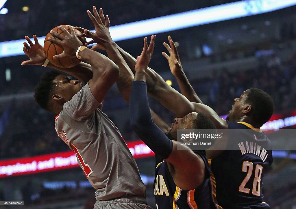 <a gi-track='captionPersonalityLinkClicked' href=/galleries/search?phrase=Jimmy+Butler+-+Basketbalspeler&family=editorial&specificpeople=9860567 ng-click='$event.stopPropagation()'>Jimmy Butler</a> #21 of the Chicago Bulls tries to get off a shot under pressure from <a gi-track='captionPersonalityLinkClicked' href=/galleries/search?phrase=C.J.+Miles&family=editorial&specificpeople=641491 ng-click='$event.stopPropagation()'>C.J. Miles</a> #0 and <a gi-track='captionPersonalityLinkClicked' href=/galleries/search?phrase=Ian+Mahinmi&family=editorial&specificpeople=740196 ng-click='$event.stopPropagation()'>Ian Mahinmi</a> #28 of the Indiana Pacers at the United Center on November 16, 2015 in Chicago, Illinois. Note to User: User expressly acknowledges and agrees that, by downloading and or using the photograph, User is consenting to the terms and conditions of the Getty Images License Agreement.