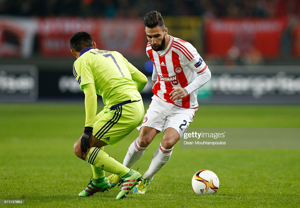 Jimmy Durmaz of Olympiacos and <a gi-track='captionPersonalityLinkClicked' href=/galleries/search?phrase=Andy+Najar&family=editorial&specificpeople=6872158 ng-click='$event.stopPropagation()'>Andy Najar</a> of Anderlecht compete for the ball during the UEFA Europa League round of 32 first leg match between Anderlecht and Olympiakos FC at Constant Vanden Stock Stadium on February 18, 2016 in Brussels, Belgium.